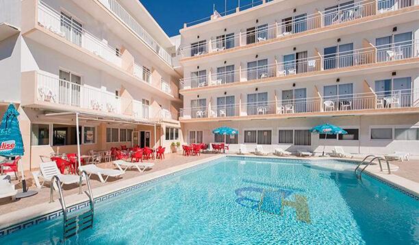 https://www.apartamentosbonsol-ibiza.com/wp-content/uploads/2016/02/piscina.jpg