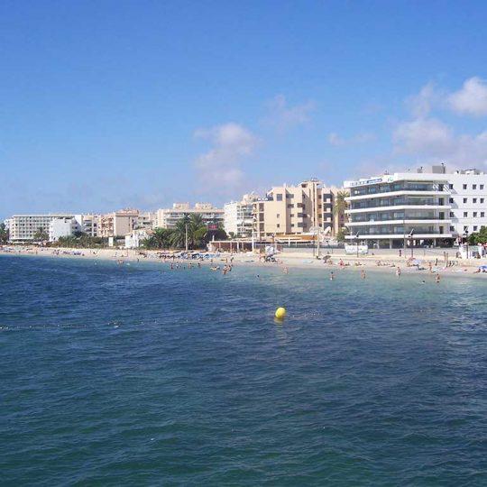 https://www.apartamentosbonsol-ibiza.com/wp-content/uploads/2016/10/Ibiza_playa_den_bossa_2353-540x540.jpg