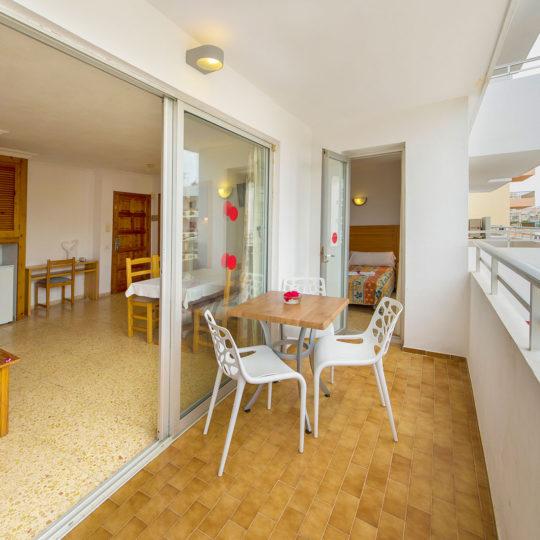 https://www.apartamentosbonsol-ibiza.com/wp-content/uploads/2016/10/miniatura-6-1-540x540.jpg
