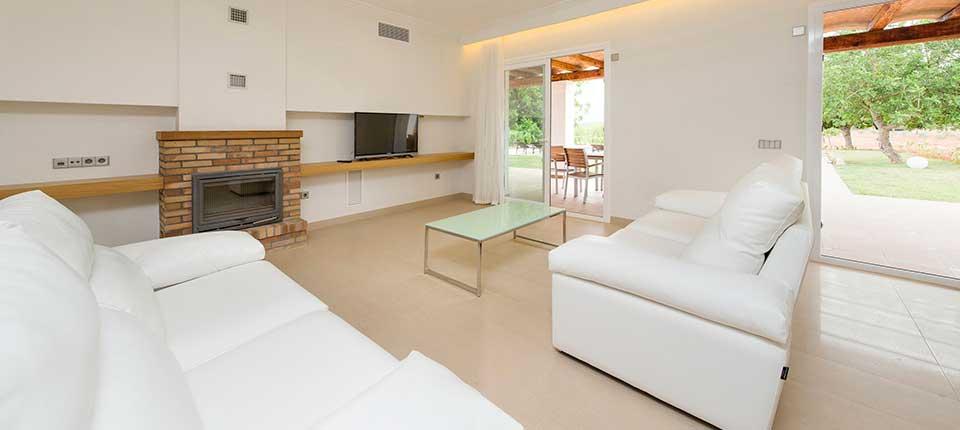 https://www.apartamentosbonsol-ibiza.com/wp-content/uploads/2017/01/2-3.jpg