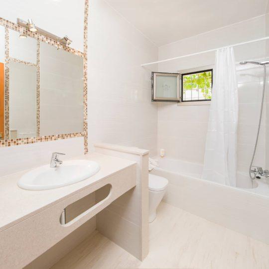 https://www.apartamentosbonsol-ibiza.com/wp-content/uploads/2019/02/MINIATURA-8-540x540.jpg