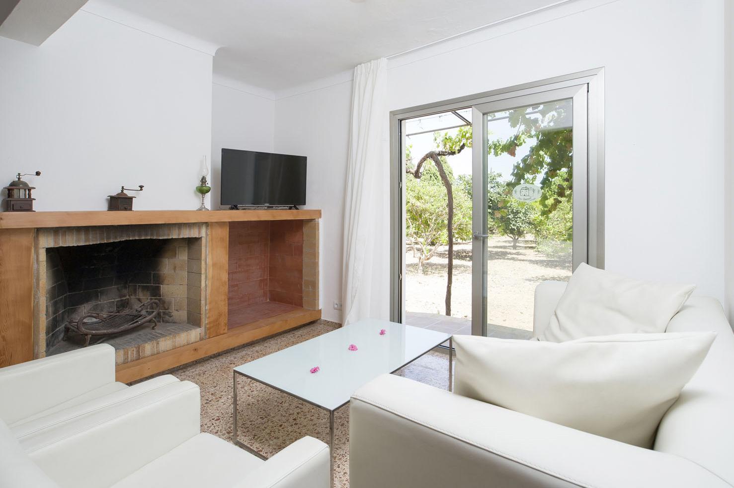 https://www.apartamentosbonsol-ibiza.com/wp-content/uploads/2019/02/cancama_02.jpg