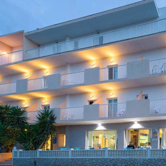 https://www.apartamentosbonsol-ibiza.com/wp-content/uploads/2020/02/Fachada-1-compressed-540x540.jpg