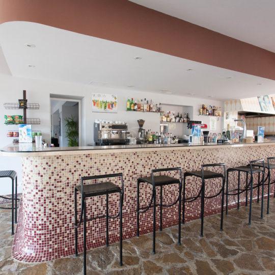 https://www.apartamentosbonsol-ibiza.com/wp-content/uploads/2020/02/bar-cafeteria-v9191139-540x540.jpg