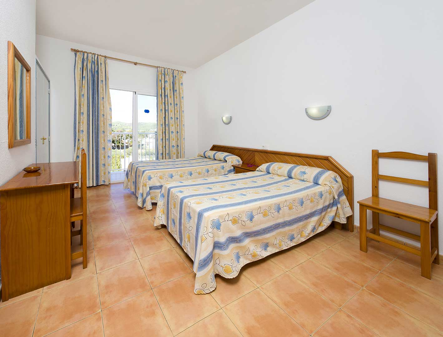 https://www.apartamentosbonsol-ibiza.com/wp-content/uploads/2020/02/doble-standard.jpg