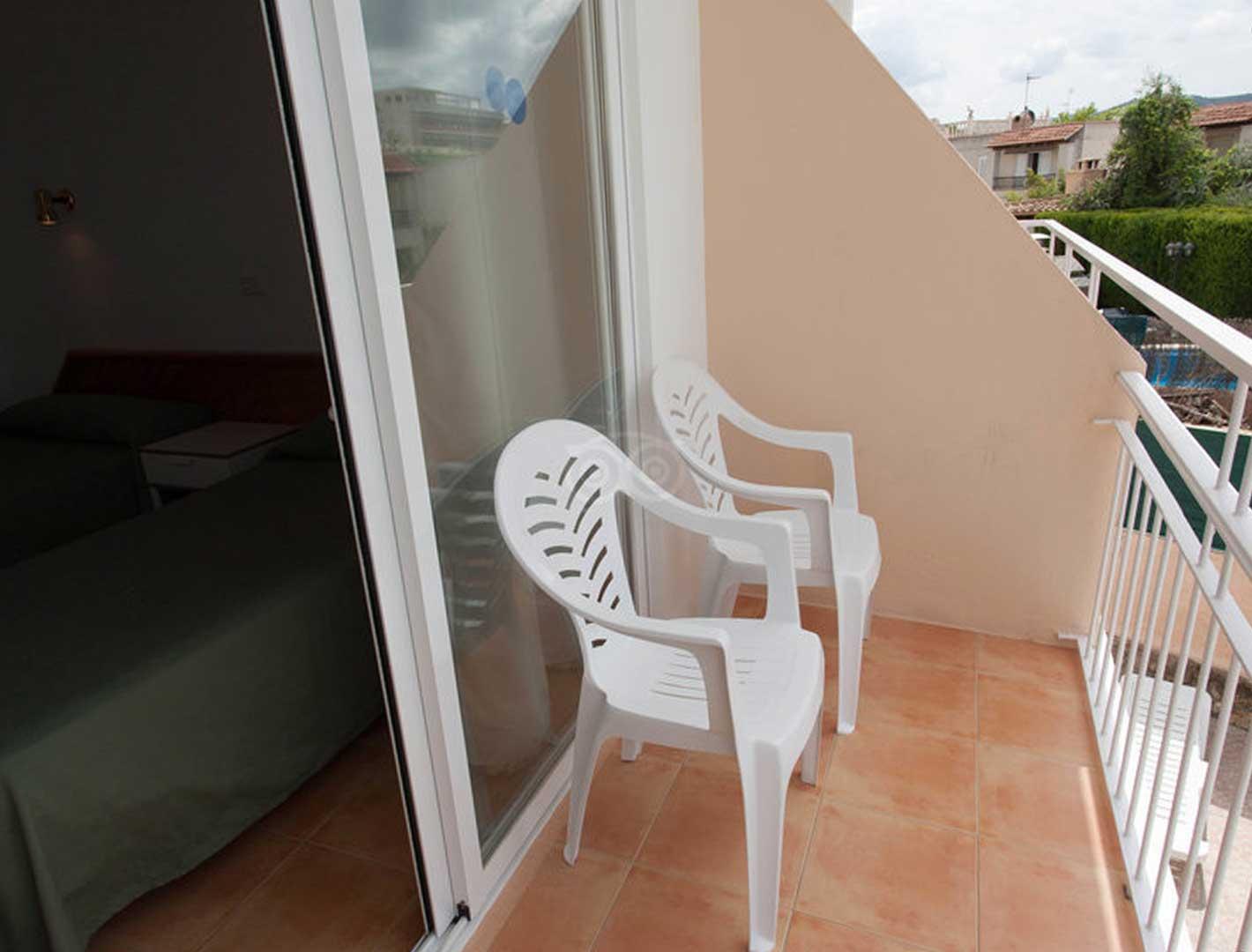 https://www.apartamentosbonsol-ibiza.com/wp-content/uploads/2020/02/superior-double-4.jpg